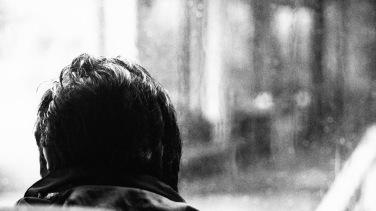 El chofer, la lluvia, el frío.