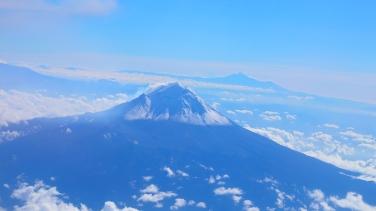 Popocatépetl; Orizaba a lo lejos