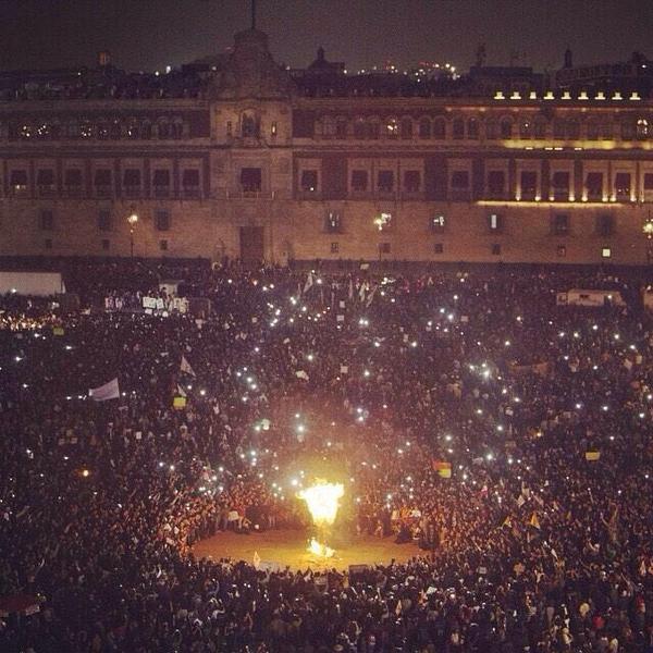 El Zócalo, 20.11.2014. Imagen de twitter.